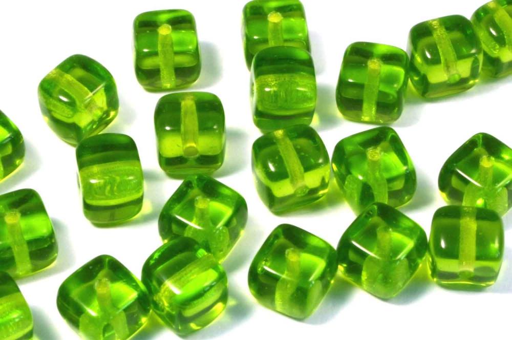 50 x Böhmische Glasperlen, Würfel 6 mm, grün<br />1,40 €