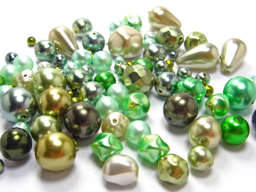 50 g Böhmische Glasperlen, Wachsperlen, grüne Mischung<br />1,90 €